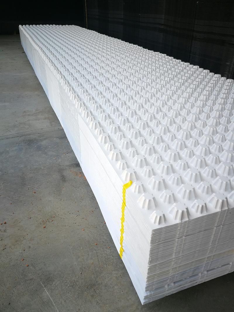 白色排水板4